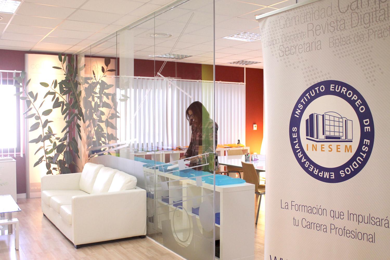Puedes entrar y descubrir nuestro campus virtual para ver todo lo que INESEM puede ofrecerte.